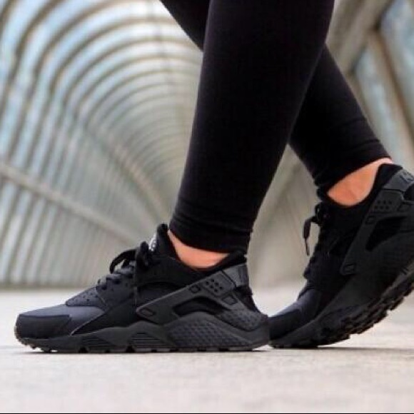 Black Women's Nike Huarache